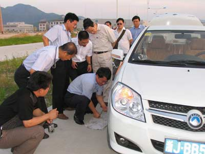 吉利汽车爆胎预警和制动系统试验成功