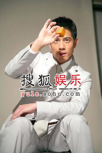 郭富城取代郑丹瑞和毛舜筠 百套服裝代言月饼