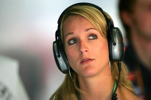猜吧:猜猜图片中的美女是哪位F1车手的女友?