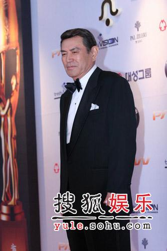 第43届大钟电影节精彩图片 演员南宫元亮相