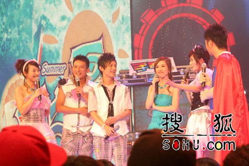 胡杨林携新碟上节目 谢娜笑称其涂鸦像杀蚊子