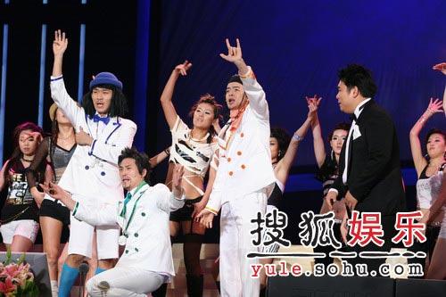 颁奖典礼完美落幕 舞蹈演员上台激情表演