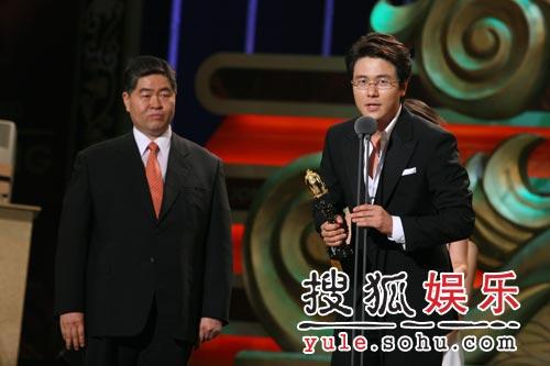 """甘宇成凭""""王男""""封帝 台上致词谢影迷"""