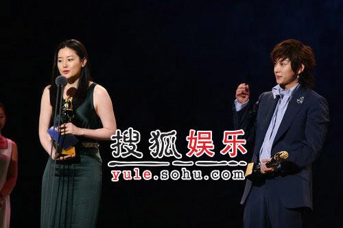 快讯:李俊基李英爱获得海外人气奖