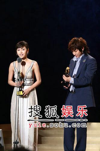 快讯:李俊基姜成妍获得韩国人气奖