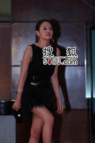 第43届大钟奖图片 金雅中黑裙亮相露修长美腿