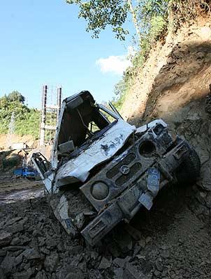 云南蒙自突发泥石流 已致8人死亡27人失踪(图)