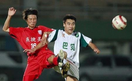 中甲第14轮 浙江1-0领先北京 双方队员争抢