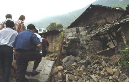 死亡20人_云南盐津发生5.1级地震20人死亡内昆铁路中断(组图)