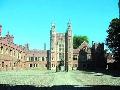 英国伊顿公学是贵族子弟必然选择 革新后又崛起