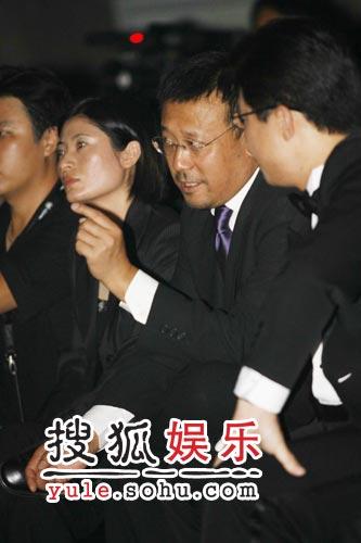 姜文抱恙现身广州 助阵名车狂赚奶粉钱(组图)