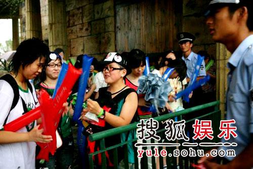 图:欢乐谷现场 - 笔迷雨中等待1