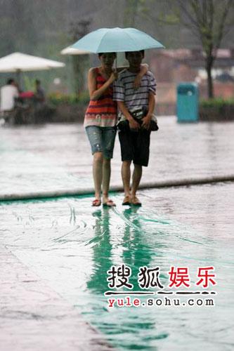 图:欢乐谷现场 - 笔迷雨中等待7