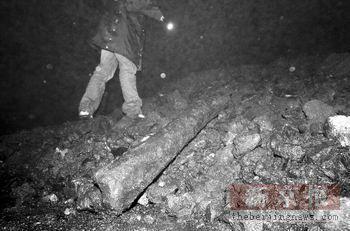 北京房山一煤矿宿舍遭泥石流掩埋 致2人亡(图)