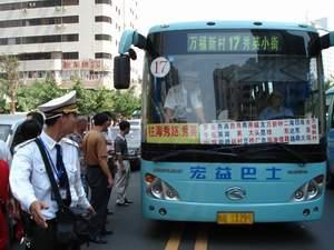 17路公交车改线遭同行围堵