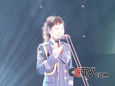 青歌赛民族唱法决赛选手:伊泓远