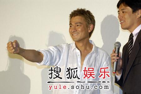 组图:刘德华日本宣传新电影 任Smap节目嘉宾