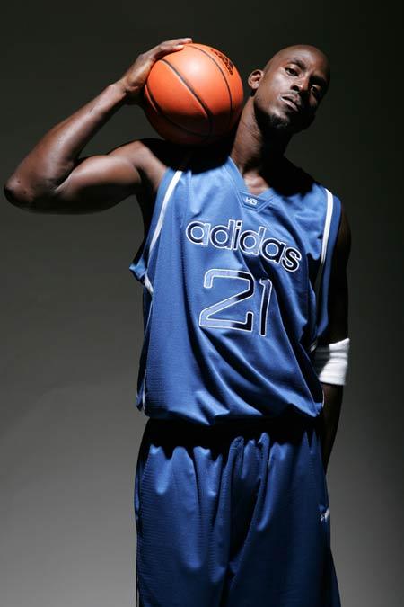 图文:阿迪达斯篮球明星--加内特