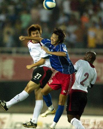 图文:中超第20轮辽宁0-0蓝狮 杨善平争顶