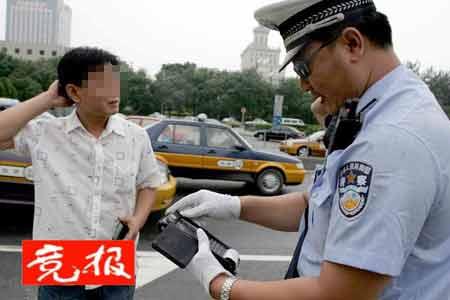 北京交警启用掌上电脑 两秒钟可打出处罚单(图)