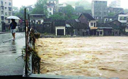 湖南五里坳水电站水位上升4米 炸管道泄洪(图)