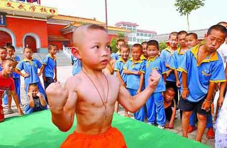 录破万,目前在学习少林功夫-六龄童少林寺拜师 三小时可做一万俯