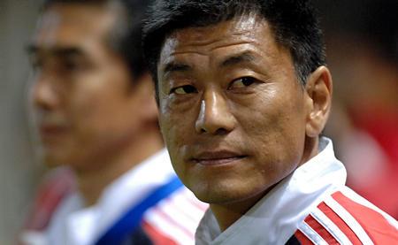 图文:女足亚洲杯中国1-0朝鲜 马良行赛场督战