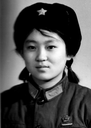 最后的女兵拍记录片 纪念地震中逝去的战友(图)