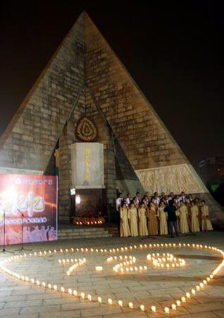 天津市民凌晨点燃蜡烛 纪念唐山地震30周年(图)