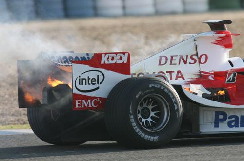 F1引擎大战升级 丰田V8引擎暂时压制考斯沃斯