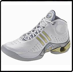 阿迪达斯智能篮球鞋