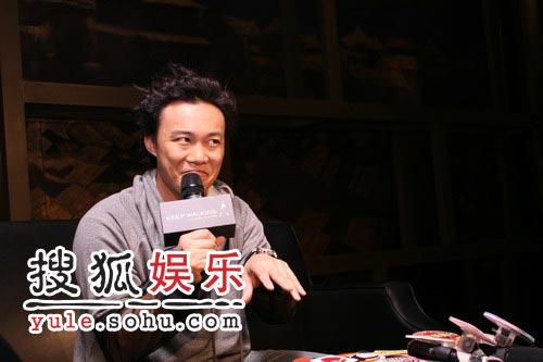 陈奕迅不改K歌之王本色 北京献唱HIGH到脱衣