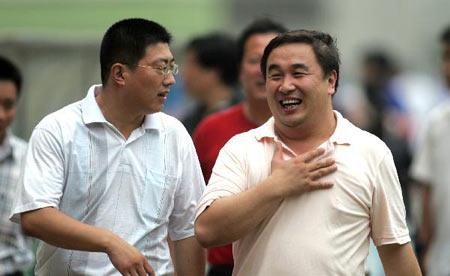 图文:中超联赛21轮青岛2-0辽宁 青岛队领导