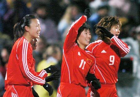 图文资料:中国女足队员在赛场上
