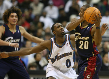 图文:篮球明星斯诺资料图 组织进攻