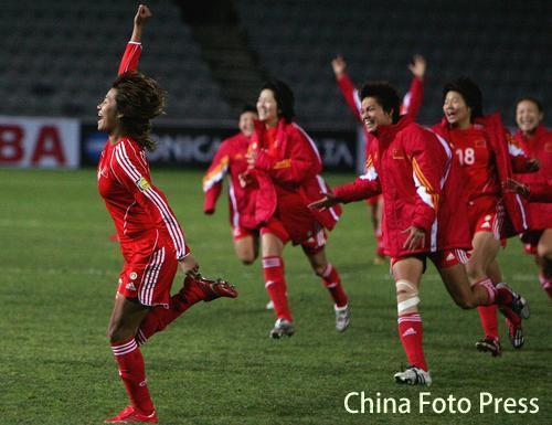 图文:女足亚洲杯决赛中国夺冠 众队员庆祝