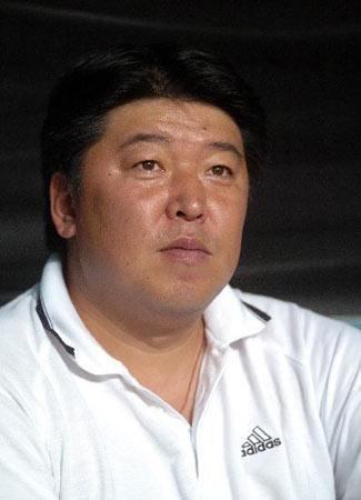 图文:中超联赛21轮深圳0-0重庆 重庆教练徐弘