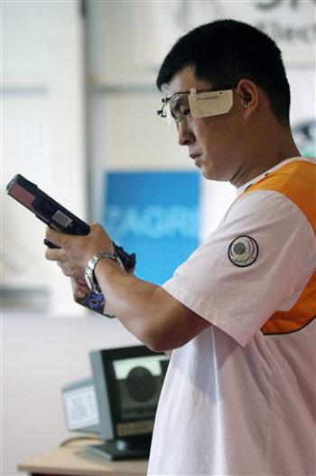 图文:射击世锦赛 刘忠生获25米气手枪银牌