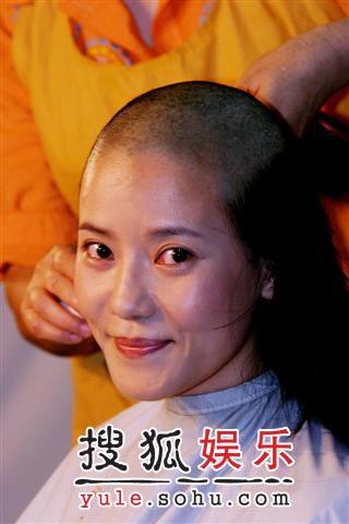 """何佳怡为《鹿鼎记》落发 张纪中寻到""""九难"""""""