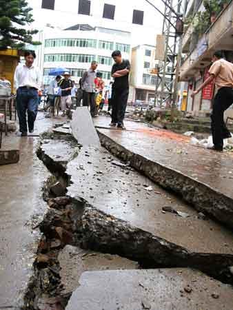 云南易门一市场下水道发生爆炸 致22人受伤(图)