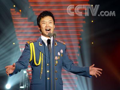 青歌赛民族唱法完美谢幕 刘和刚捧金