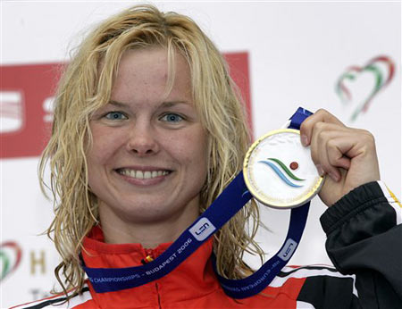 图文:破100米自由泳世界记录 斯蒂芬获金牌