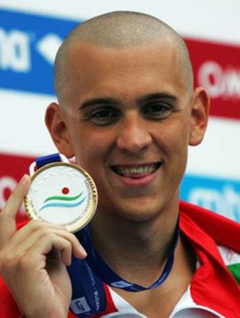 图文:游泳欧锦赛200米混合泳 塞赫领取金牌