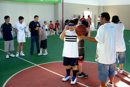 李秋平篮球俱乐部举办嘉年华 得到家长鼎力支持