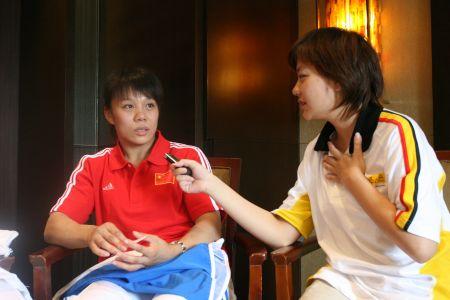 图文:搜狐阿迪达斯共赢08奥运 高峰接受采访