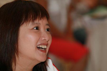图文:搜狐阿迪达斯共赢08奥运 余楚媛笑听演讲