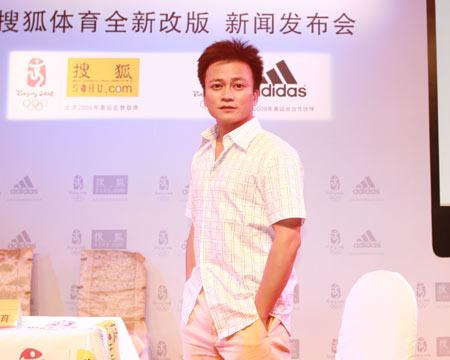 图文:搜狐阿迪达斯共赢08奥运 李承鹏在发布会