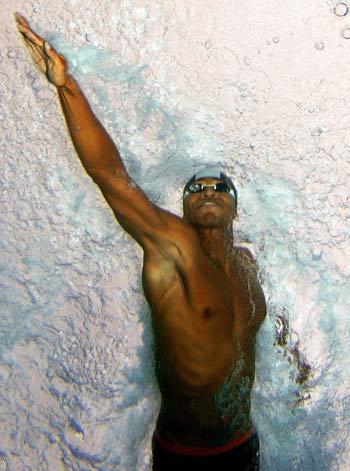 图文:全美游泳锦标赛 琼斯在50米自由泳比赛中