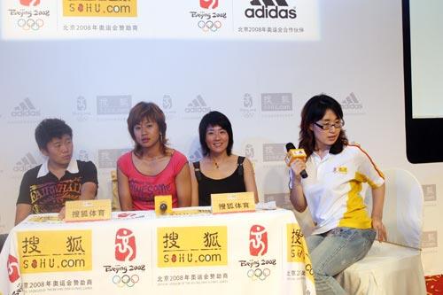 图文:中国女足三明星做客搜狐 三人同台畅谈
