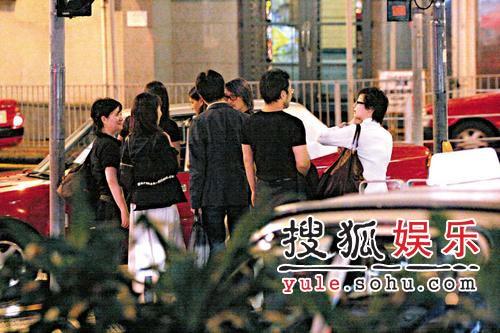 周星驰豪宅赚3千万 购名车送背后女人于文凤